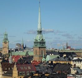 1200px-Tyska_kyrkan_stadsbild_2012