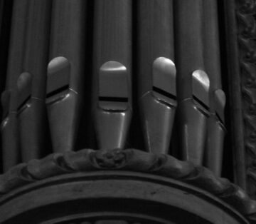 Pipe_organ_Saint-Michel,_Luxembourg_City_3 cropped